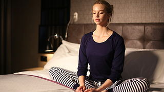 How to practice bedtime meditation - Video