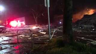 Firefighters Reported Hurt in Large Seattle Explosion - Video