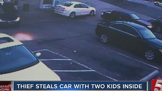 Thief Attemps To Steal Car With Kids Inside - Video