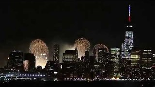 Macy's Fourth of July Fireworks Light Up NYC - Video