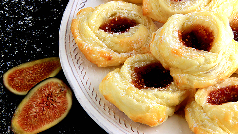 Easy bite size dessert - Fig puff pastry roses