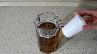 Clever way to keep beer ice cold - Video