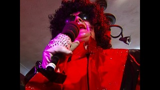 Granny Impersonates Michael Jackson - Video