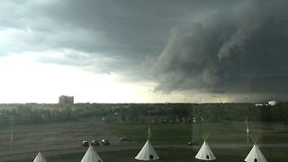 Timelapse Shows Storm Rolling Over Regina, Saskatchewan - Video