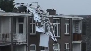Solar Panels Crash Off Hague Rooftop During Deadly Storm - Video
