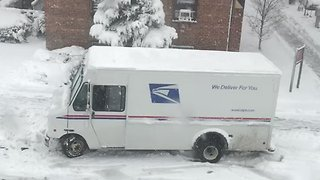 USPS Truck Struggles in New York Snow - Video