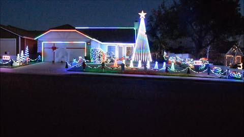 Home owner puts on unreal Christmas light show