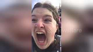 Woman has hilariously extreme reaction to rollercoaster - Video