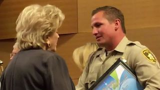 Las Vegas police officer honored for saving man who pointed a gun at him - Video