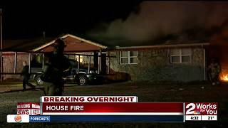 Man and pets narrowly escape from house fire - Video