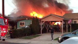 Plane crashes into San Diego house - Video