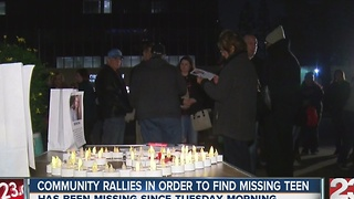 Community rallies in order to find missing teen - Video