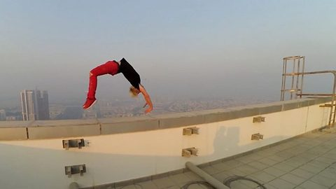 Daredevil Skips Rope On The Edge Of Nearly 900 Foot Building