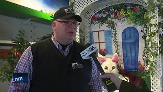 Easter Bunny rolls to National Railroad Museaum - Video