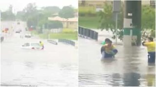 Woman gets rescued from her flooded car