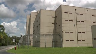 Lee County inmate says he had COVID symptoms, but was never tested or isolated