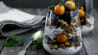 Healthy yogurt berry parfait recipe - Video