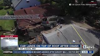 Vehicle lands on roof of house in Saint Louis - Video