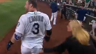 Female Reporter SPANKS Mariners Player After Walk-Off Home Run - Video