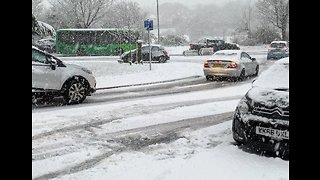 Cars Grind to a Halt During Heavy Snowfall in Cornwall