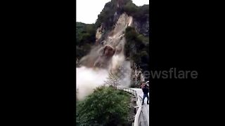 Landslide hits central China after rainstorm - Video