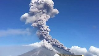 Timelapse Captures Large Ash Column Spewing From Mayon Volcano - Video