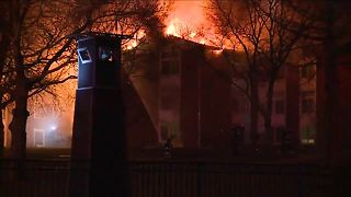 Fire displaces dozens from Cleveland apartment complex - Video