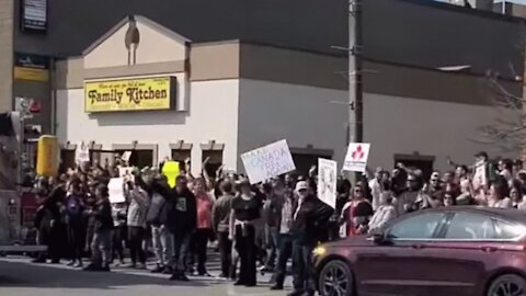 An Ontario Restaurant Opened For In-Person Dining & A Huge Crowd Showed Up (VIDEO)