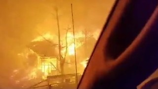 Gatlinburg Wildfire Evacuees Have Close Call as Blaze Closes In - Video