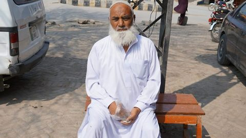 Hard habbit to break: 65 year old Pakistani pensioner addicted to eating stones