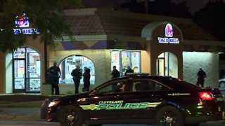Armed Taco Bell workers kill would-be robber - Video