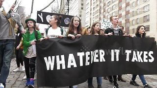 Young New Yorkers skip school to demand action on climate change - Video
