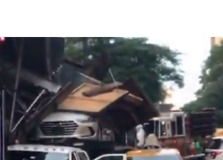 Truck Carrying Cars Hits Scaffolding in Manhattan - Video