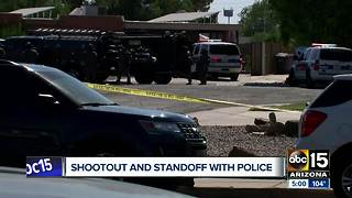 Robbery suspects in custody after standoff with Phoenix police - Video