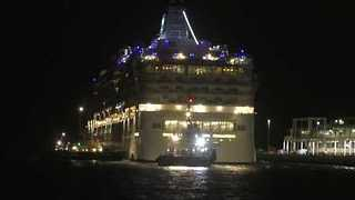 Stranded Norwegian Star Cruise Ship Tugged Back to Melbourne - Video
