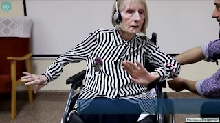 Alzheimer's patient reacts to music