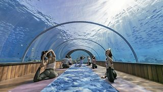Water way to relax – Resort offers first ever underwater yoga classes - Video