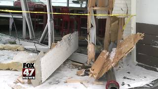 5 car accident ends in lobby of fast food restaurant - Video