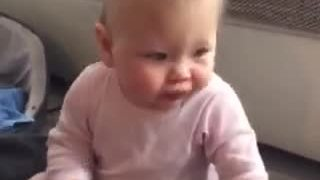 Baby gives priceless reaction after tasting a lemon