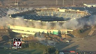 Blasts fails to bring down upper section of Silverdome - Video