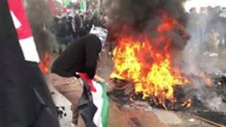 Protesters Burn Tires at US Embassy in Beirut Against Trump Decision - Video