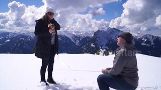 Man makes surprise proposal on Canadian mountain top - Video