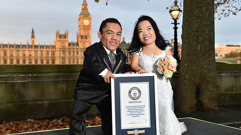Newlyweds set the world record for the smallest married couple