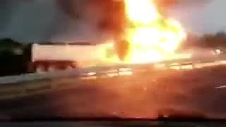 Truck fully engulfed in flames on I-75 in Charlotte County - Video