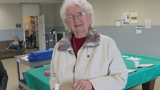 Dedicated Meals On Wheels volunteer at age 90 - Video