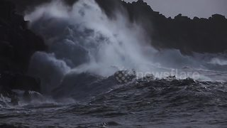 Storm Brian brings huge waves to Cornish coast - Video