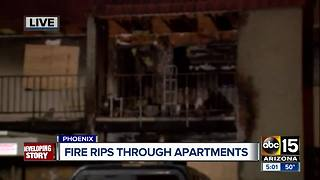 Fire tears through Phoenix apartment complex - Video