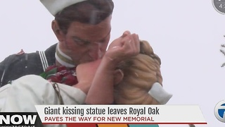Giant WWII kissing statue leaves Royal Oak - Video