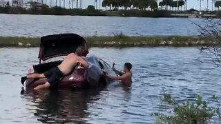 VIDEO: Heroes rescue woman who crashed into West Palm Beach canal