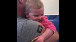 Toddler makes adorable noises after military daddy surprise